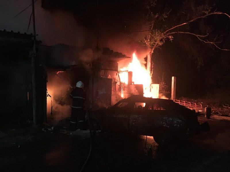 Ночью в Варваровке сгорело три гаража