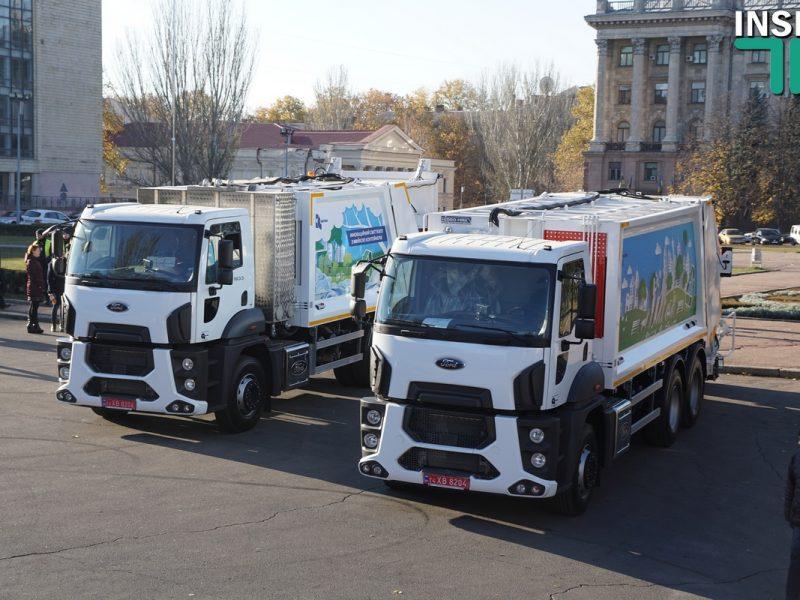 В Николаеве показали коммунальную технику и автобусы, которые хотят купить по договору лизинга
