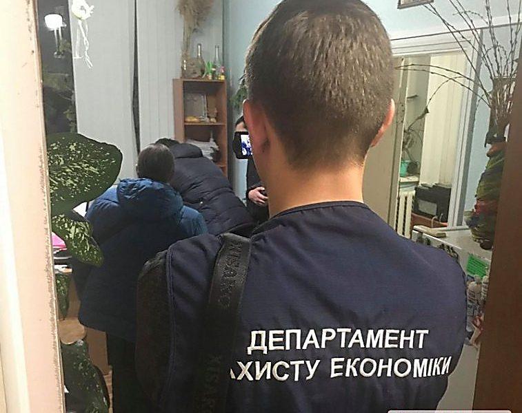 Обыски в Департаменте энергоэффективности и Департаменте ЖКХ Николаевского горсовета: «энергоэффективный» чиновник был задержан на взятке в Одессе
