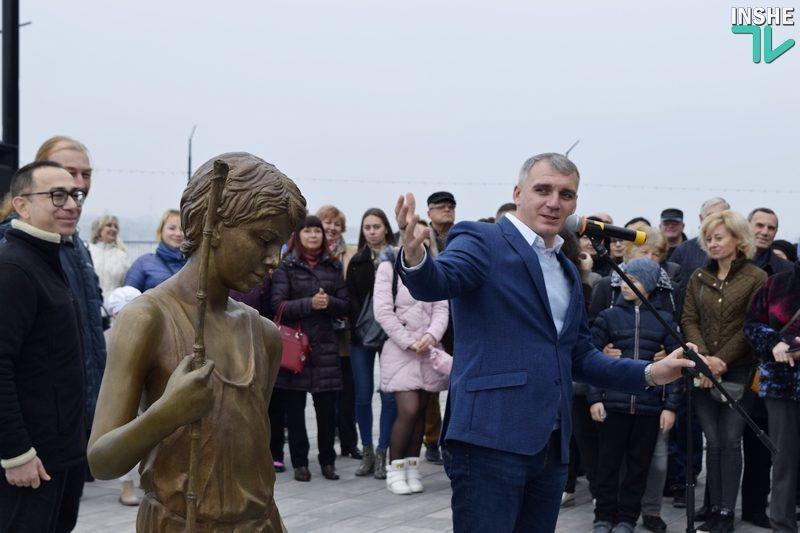 «Воплощение города Николаева»: на «8 причале» официально открыт «Мальчик с бычками»
