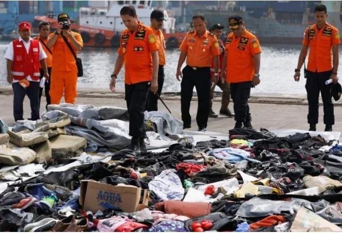 Крушение Boeing 737 в Индонезии: подняты останки 105 человек, но опознано только 14