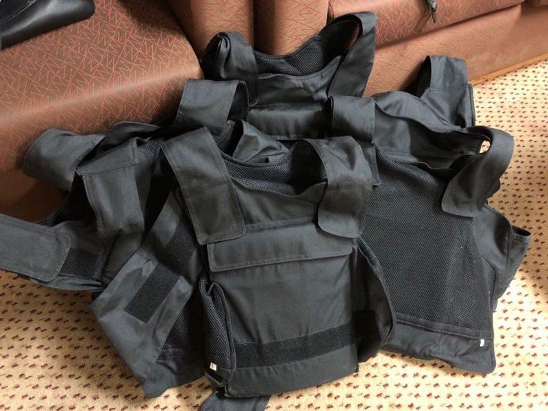 Таможенники изъяли «приплывшие» в Николаев на теплоходе из Гайаны военные бронежилеты и каски