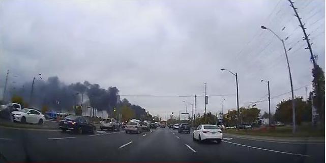 В Канаде на трассе взорвался бензовоз – известно о двух погибших