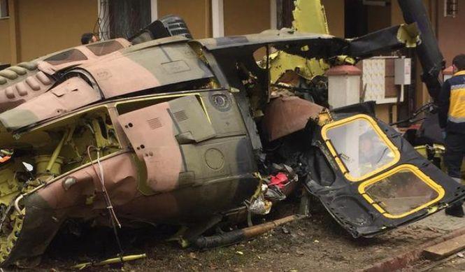В жилом квартале Стамбула упал военный вертолет