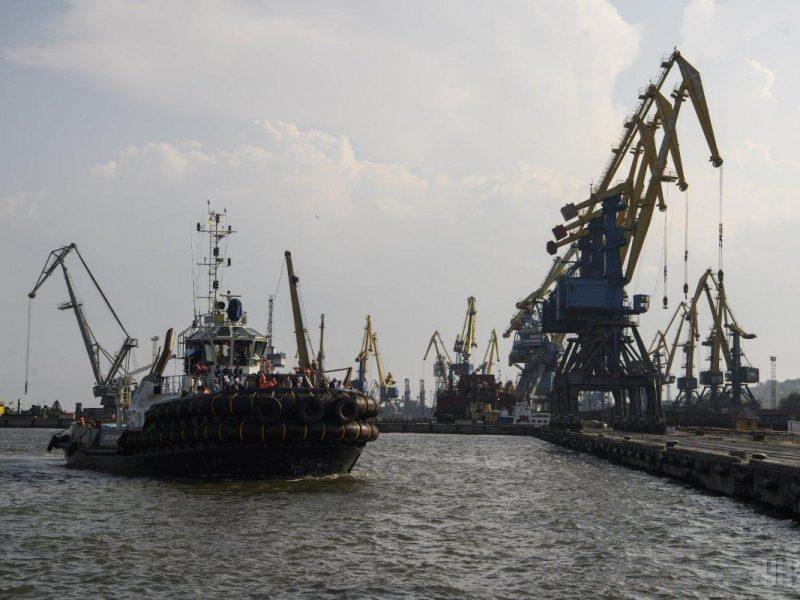 «Укрзализныця» заявила, что готова перенаправить грузы из Мариуполя и Бердянска в другие порты