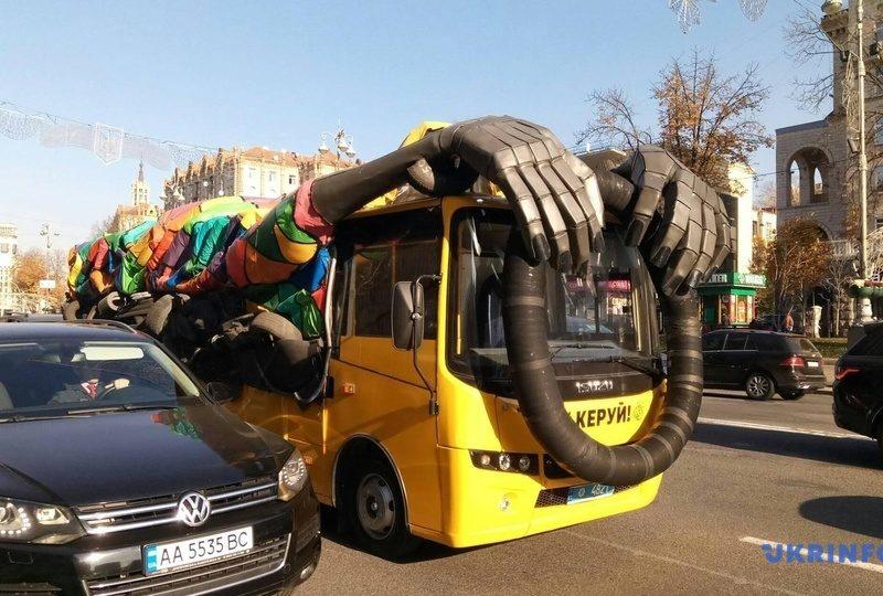 """""""Автобус-призрак"""" на дорогах Украины оказался частью акции патрульных"""