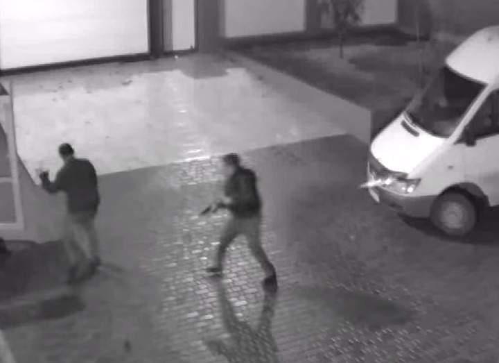После потери баржи с контрабандой? Зам начальника внутренней безопасности АМПУ избил и расстрелял знакомого