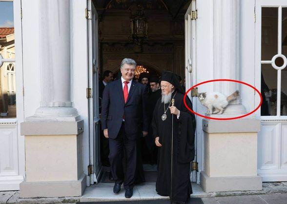 Кошка стала ключевой фигурой на фото Порошенко с Варфоломеем