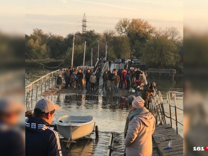 В Ростове-на-Дону затонул понтонный мост на Зеленый остров, на котором остались люди