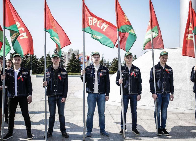«Билет на полочку и заткнитесь»: белорусских школьников заставляют вступать в комсомол