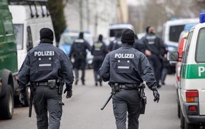 В Германии мужчина взял заложницу на заправке