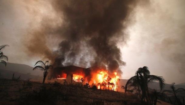 Спустя две недели смертельные пожары в Калифорнии удалось локализовать