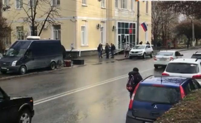 «Суд» над украинскими моряками: члена экипажа буксира Яны Капу арестовали на два месяца