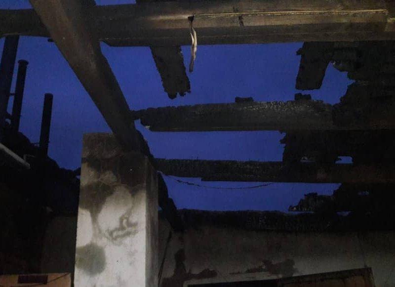 В Новоодесском районе потушили горящую на 400 кв.м кровлю хозяйственного здания