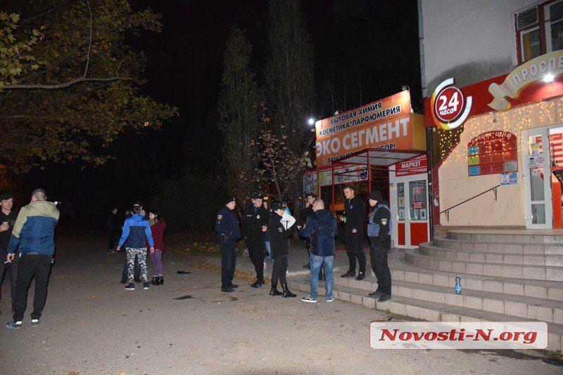 Девушка ранила парня ножом в центре Николаева