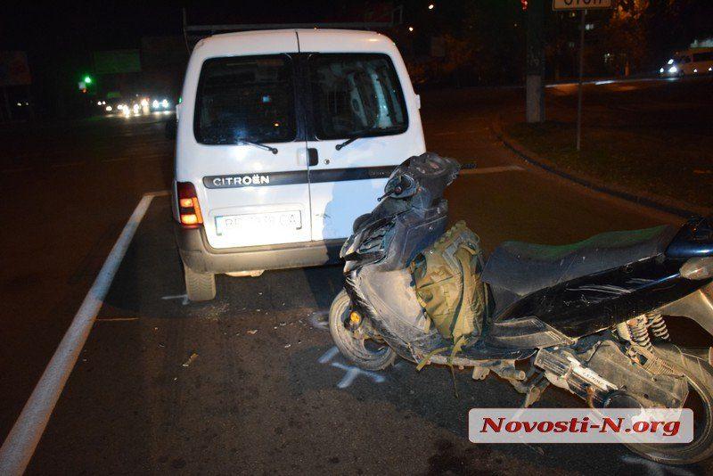 Пьяный мопедист врезался в Citroen на проспекте Богоявленском