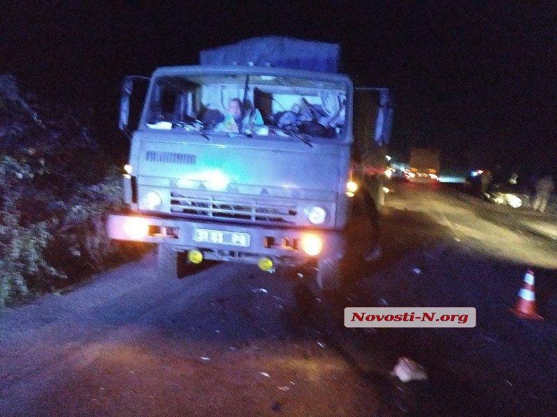 На Николаевщине водитель «Пежо» врезался в армейский грузовик