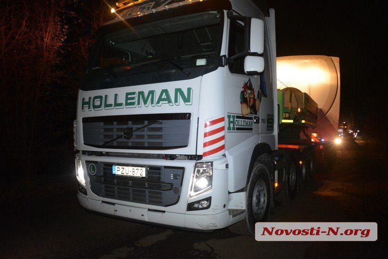 Под Николаевом грузовик, ехавший в составе колонны, сбил мопедиста