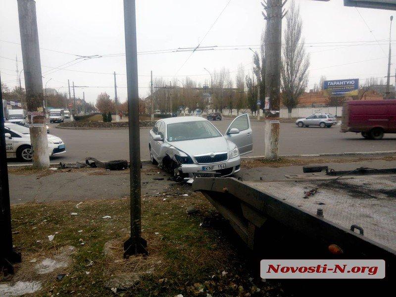 В Николаеве пьяный автомойщик неудачно покатался на автомобиле клиента