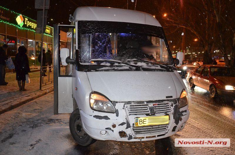 В центре Николаева столкнулись маршрутка №15 и Hyundai. Никто не пострадал