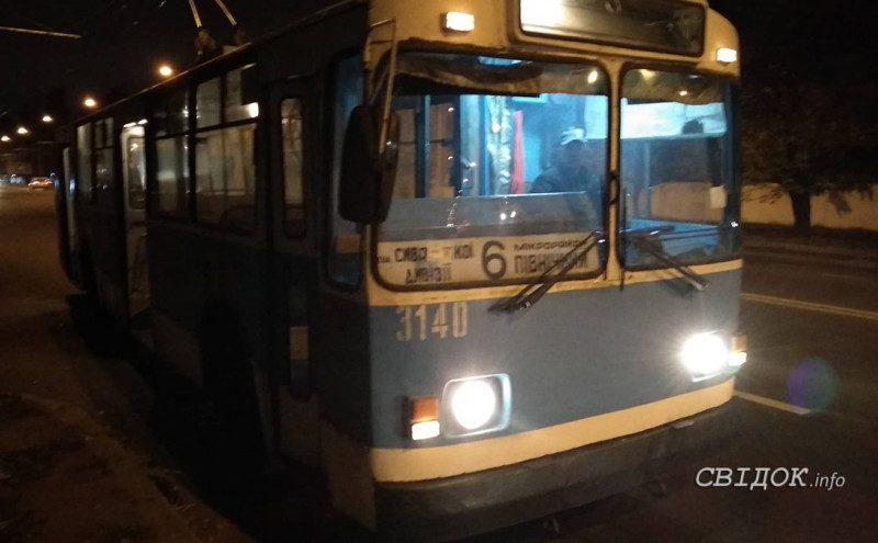 В Николаеве на ходу загорелся троллейбус №6