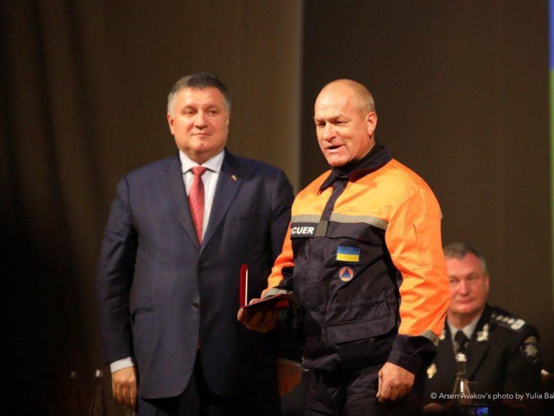 Украинским полицейским и спасателям увеличат зарплату