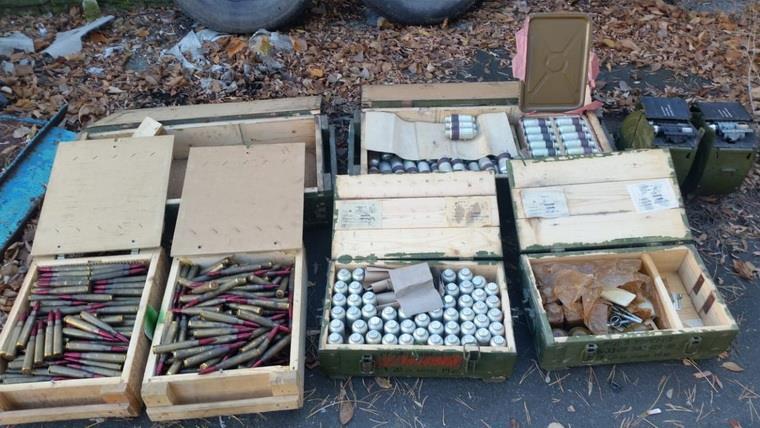 В заброшенном детском лагере под Северодонецком нашли два крупных тайника с оружием