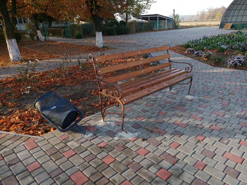 Вандалы разгромили очередной парк на Николаевщине