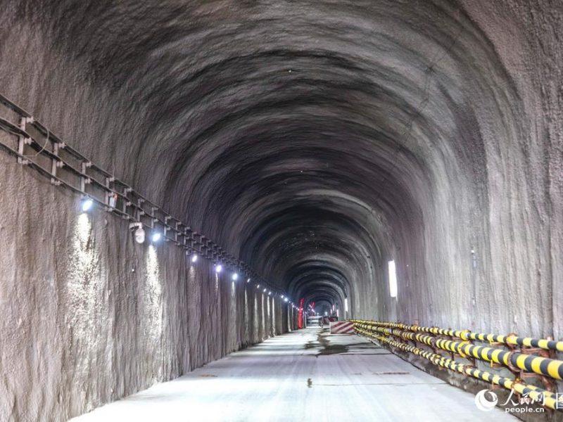 В Китае закончили строить самый глубокий в стране тоннель метро