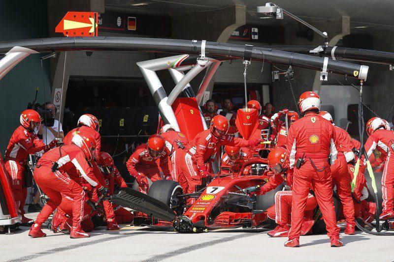 """Формула-1: на Гран-При Бразилии механики """"Феррари"""" сменили четыре колеса за 1,9 секунды"""