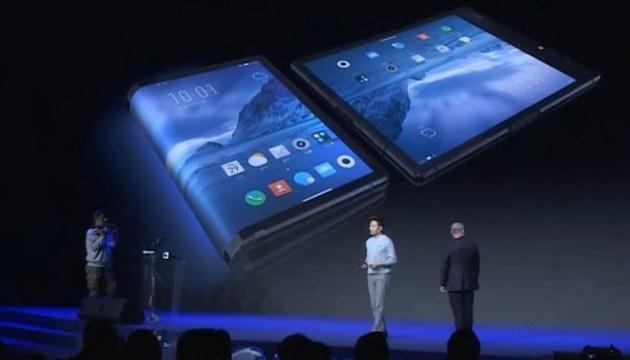 Первый смартфон с гибким экраном выпустила малоизвестная компания