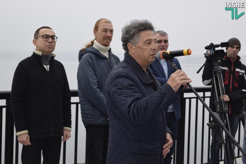 «Воплощение города Николаева»: на «8 причале» официально открыт «Мальчик с бычками» 11