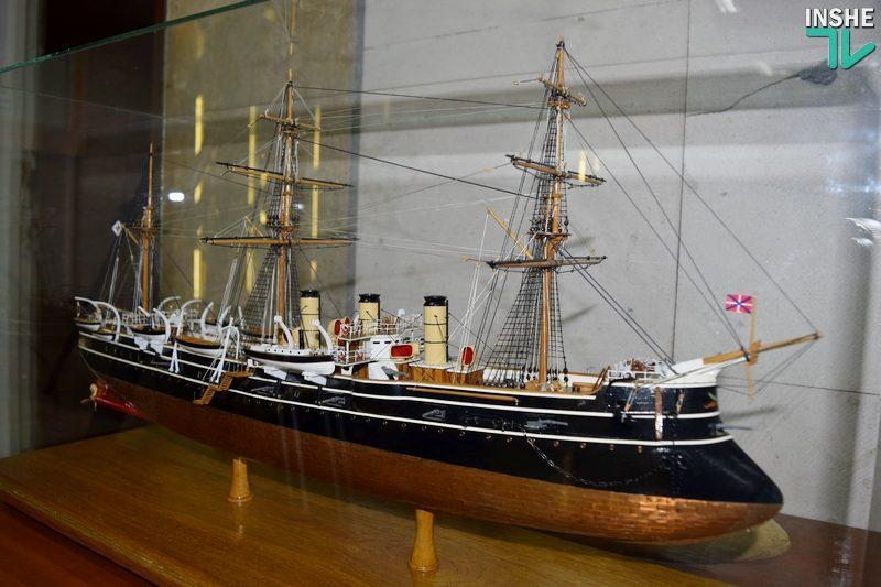 Тонкая работа: в Николаеве открылась уникальная выставка моделей военной техники