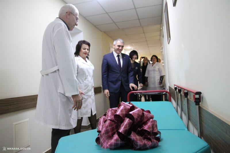 Мэр Николаева побывал в отделении пластической и реконструктивной хирургии больницы №4