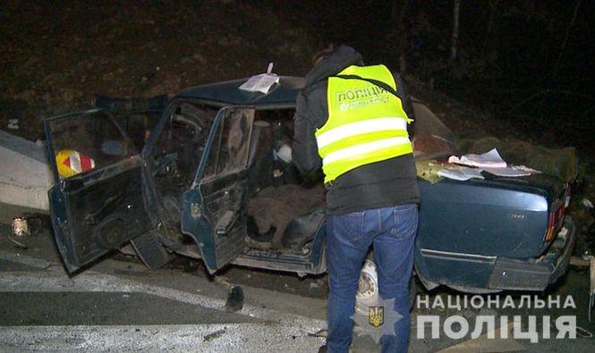 В Винницкой области автомобиль въехал в отбойник моста: трое погибших
