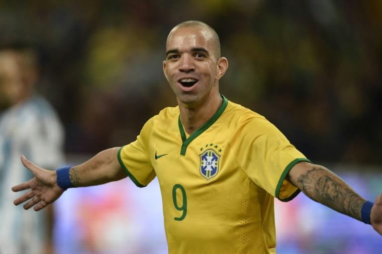 Игрока сборной Бразилии дисквалифицировали за почесывание во время гимна Китая