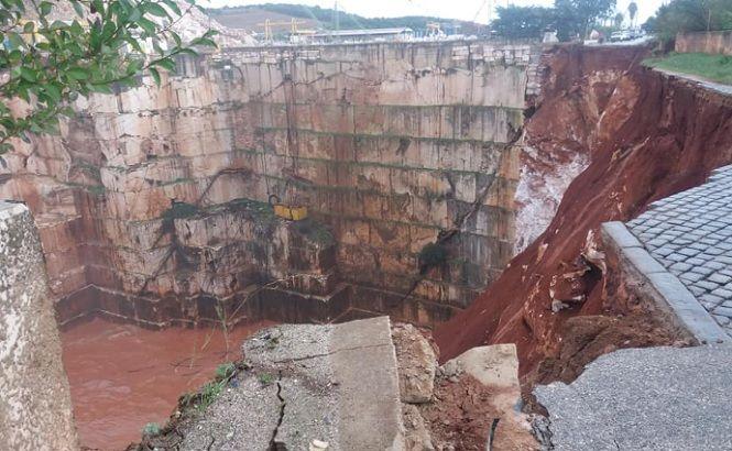 В Португалии автодорога рухнула в карьер, есть погибшие