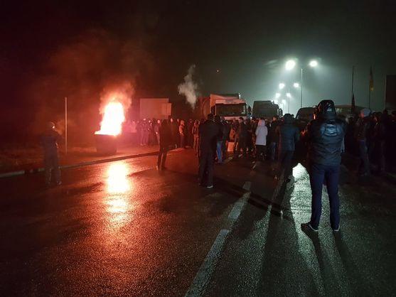 «Евробляхеры» блокируют движение на 11 пограничных пунктах