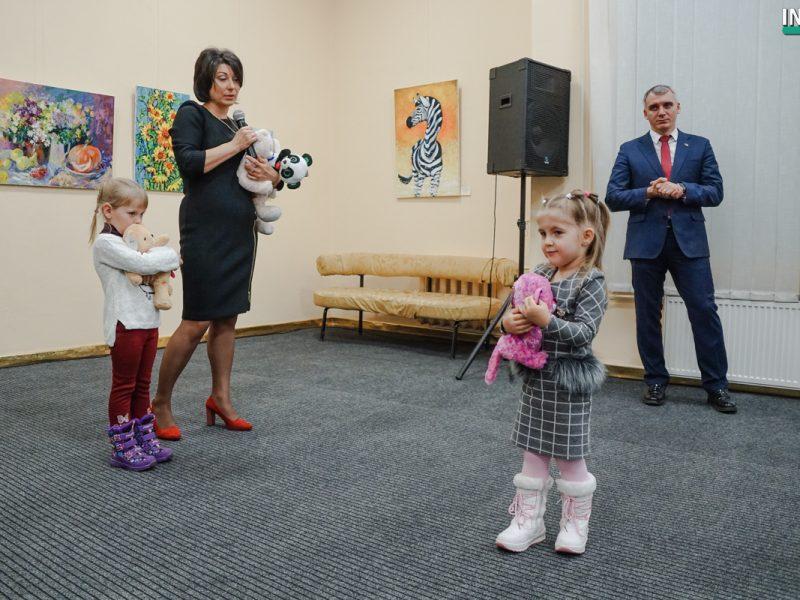 В Николаеве открылась благотворительна выставка «Подари жизнь». Горожане могут помочь детям с пороками сердца