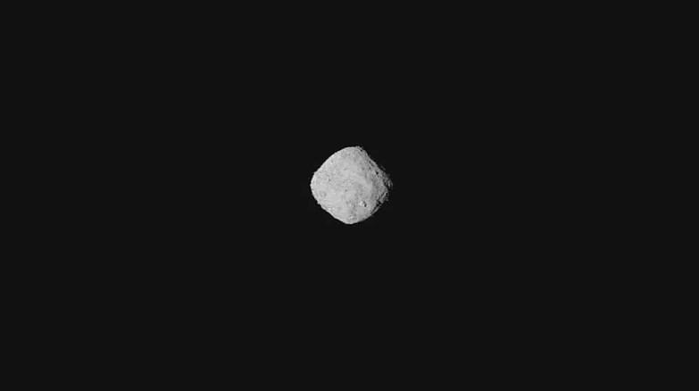 Зонд NASA сфотографировал астероид Бенну