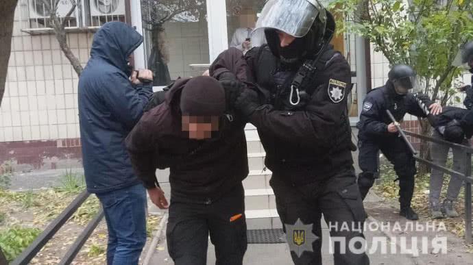 В Киеве задержали 40 молодчиков с дубинками и пиротехникой