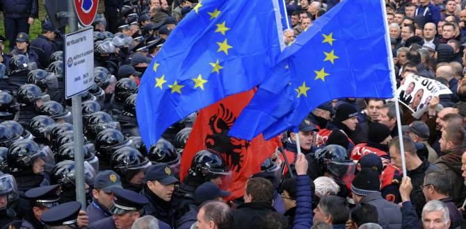 В Албании штурмовали парламент: пострадало 15 человек