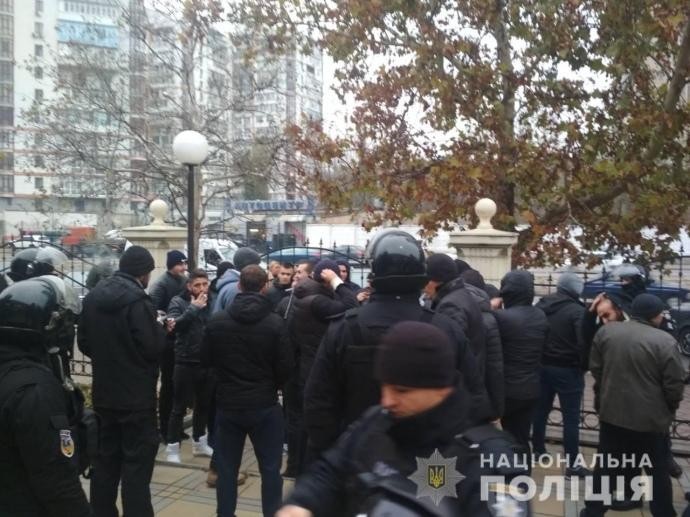 В суде Одессы произошла массовая драка, полиция задержала полсотни активных участников