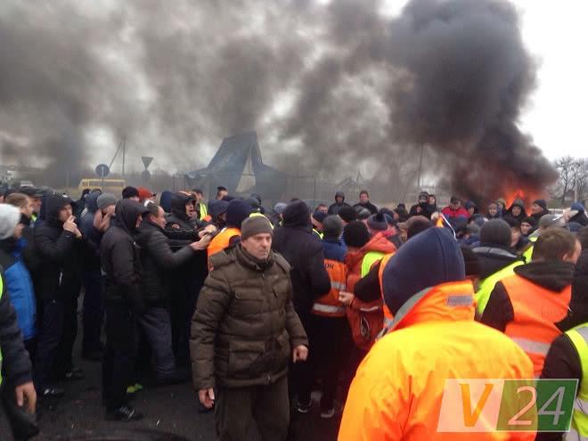 На пункте пропуска «Ягодин», где митингуют «евробляхари», массовая драка