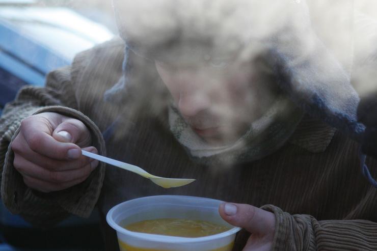 В Николаеве открыли пункт обогрева и 5 пунктов горячего питания для бездомных. Адреса