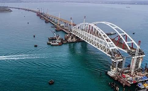 Россияне провели по Керченскому проливу три боевых корабля