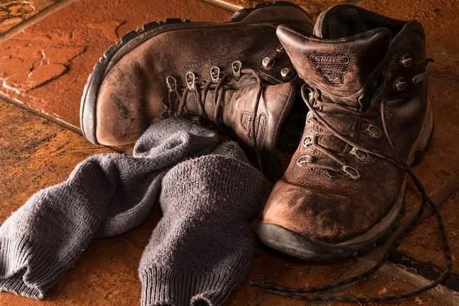 Молодая женщина зарабатывает на грязных носках 100 тысяч фунтов в год
