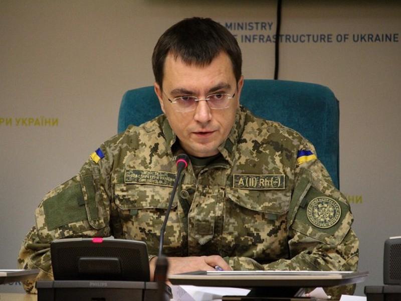 Омелян не имеет права носить военную форму даже во время военного положения, – Минобороны