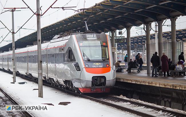 Укразализниця обещает возобновить продажу билетов на даты после 9 декабря с понедельника