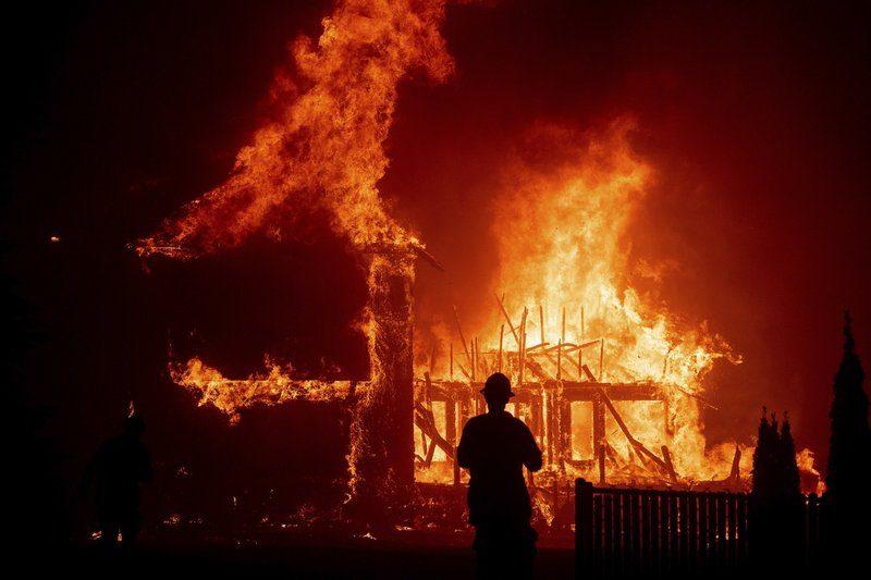 В Калифорнии из-за лесных пожаров эвакуируют более 110 тысяч человек (ВИДЕО)